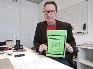 """Die Ausgabe #1 der """"Die Zeitung"""", heute """"anstalt"""" mit Prof. Dr. Markus Caspers"""