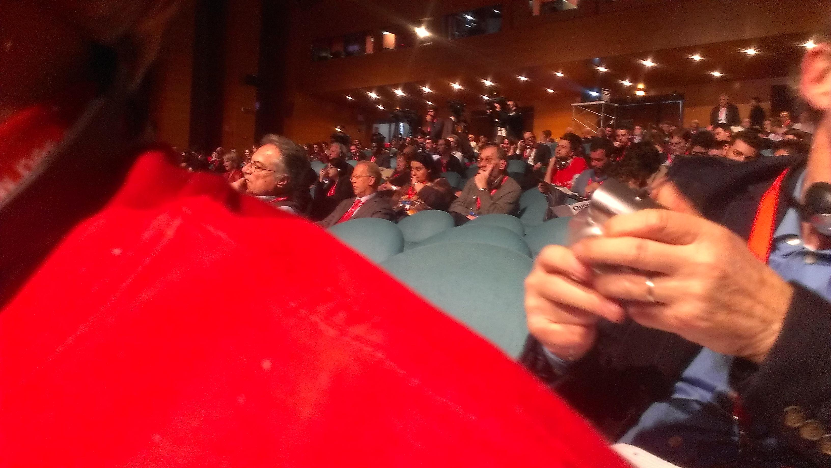 Im Konferenzsaal 1